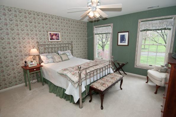 New_-_guest_bedroom